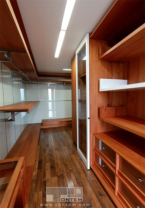 Tailor-made walk-in closet